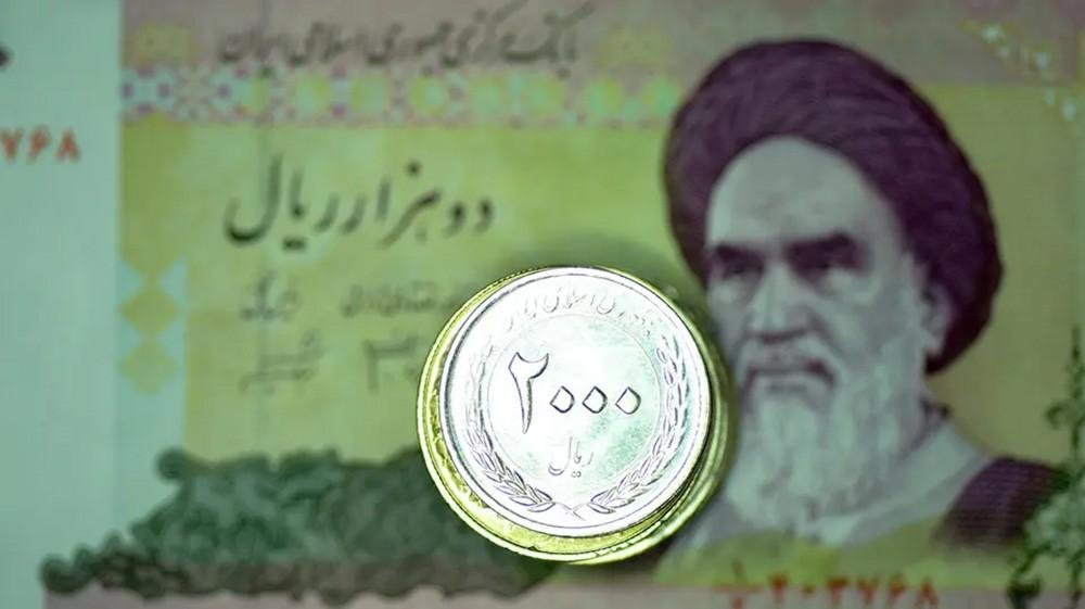 هبوط تاريخي للعملة الإيرانية.. 207 آلاف ريال لكل دولار