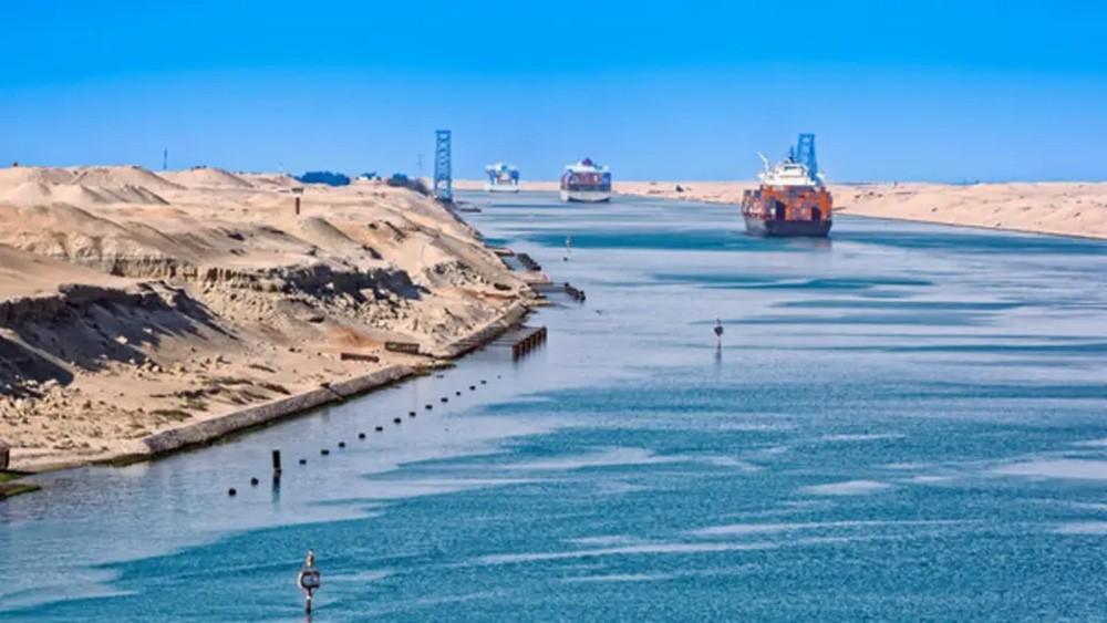 تراجع إيرادات قناة السويس لـ 5.72 مليار دولار