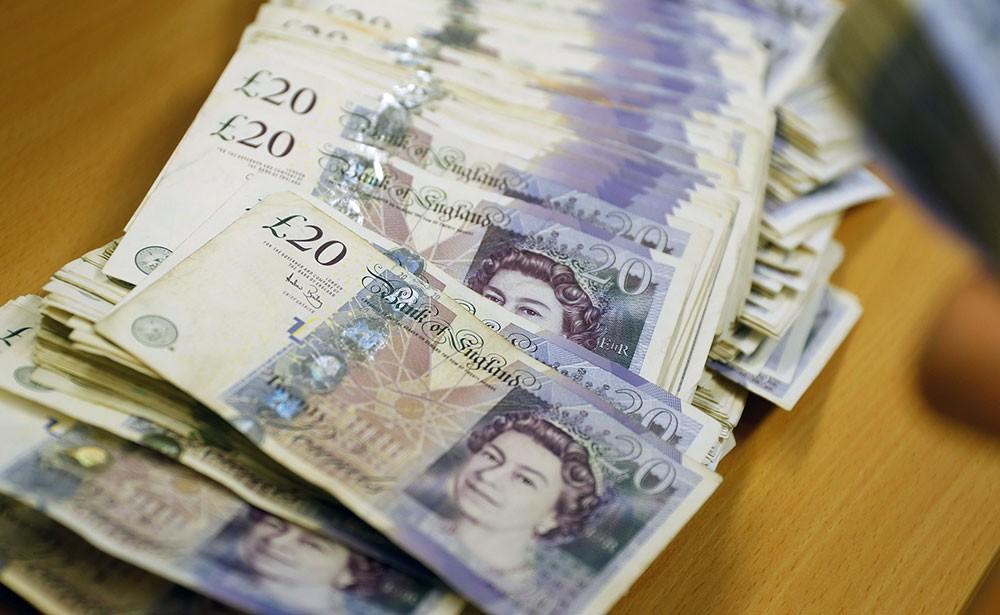 الجنيه الإسترليني يسجل ارتفاعاً طفيفاً مقابل الدولار الأمريكي