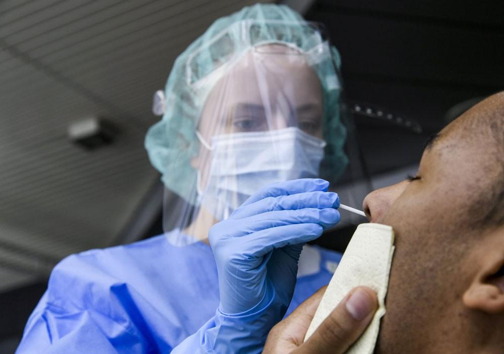 زيادة قياسية لإصابات كورونا.. وآثار الوباء ستمتد لعقود