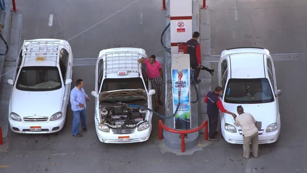 ماذا يستفيد المصريون من تحويل سياراتهم للغاز الطبيعي؟