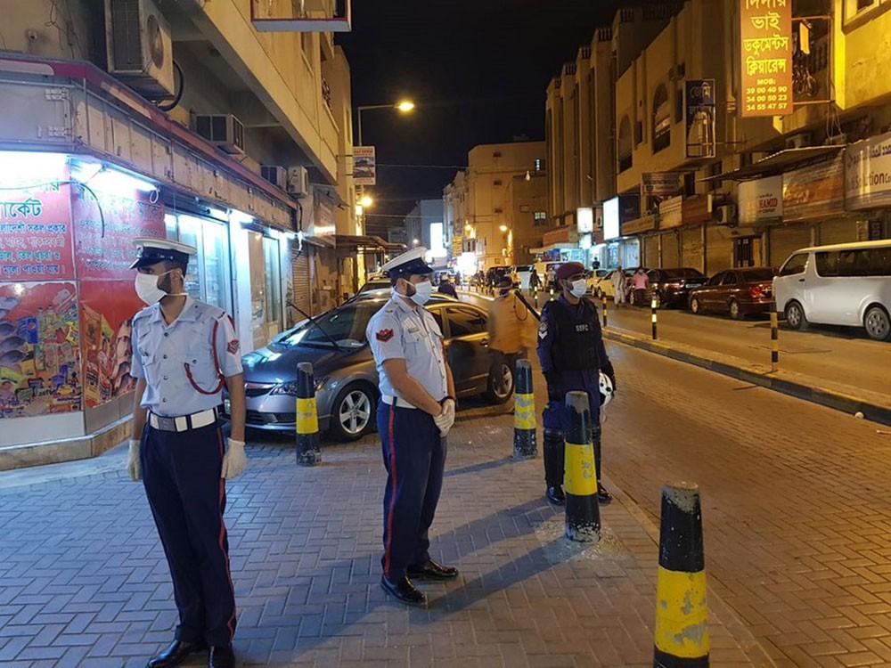 انتشار الدوريات الأمنية بالشوارع العامة واتخاذ الإجراءات القانونية حيال أي تجمع يزيد عن خمسة أشخاص