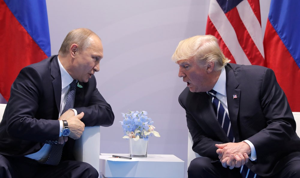 """بوتين وترامب يتبادلان التحية ويتصافحان في """"إبيك"""""""
