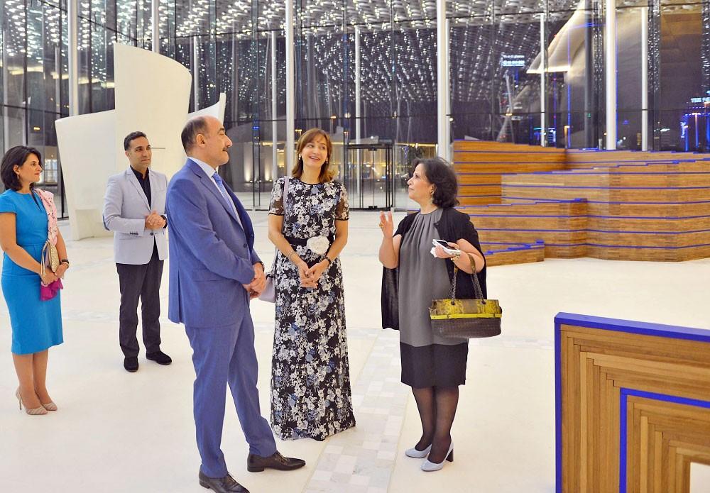 وزير الثقافة الأذربيجاني يطلع على تراث البحرين