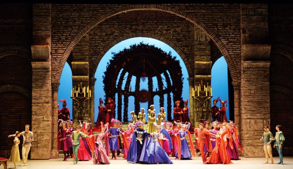 الشيخة مي: المسرح عزز مكانة البحرين كمركز ثقافي عالمي