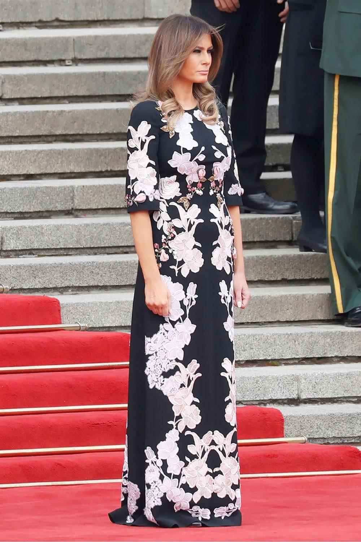 سيدة البيت الأبيض بالزي الصيني