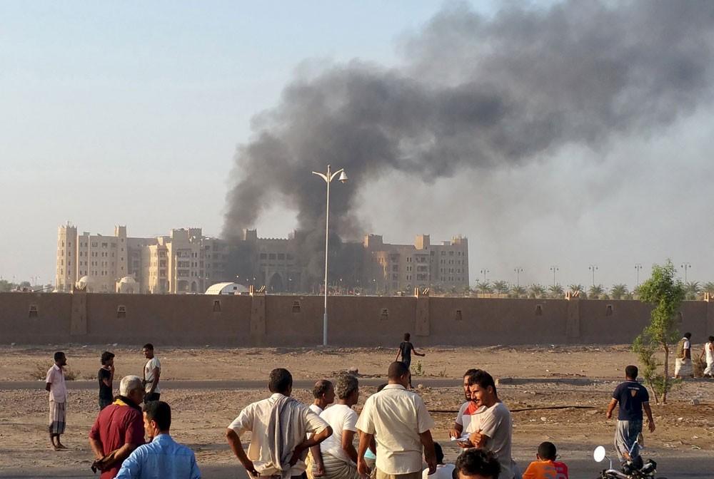 """6 قتلى في تفجير انتحاري لـ """"داعش"""" في عدن"""