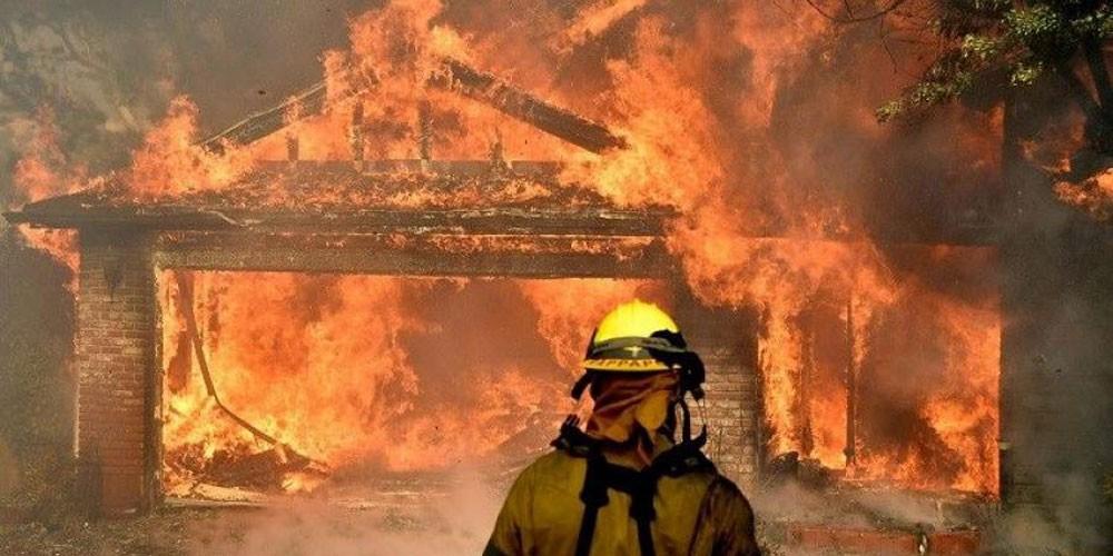 إجلاء 38 ألف بسبب حرائق كاليفورنيا