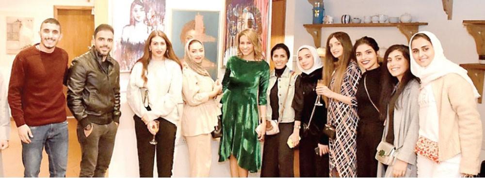 معرض  (فن في القلب) يدعم الشباب البحريني