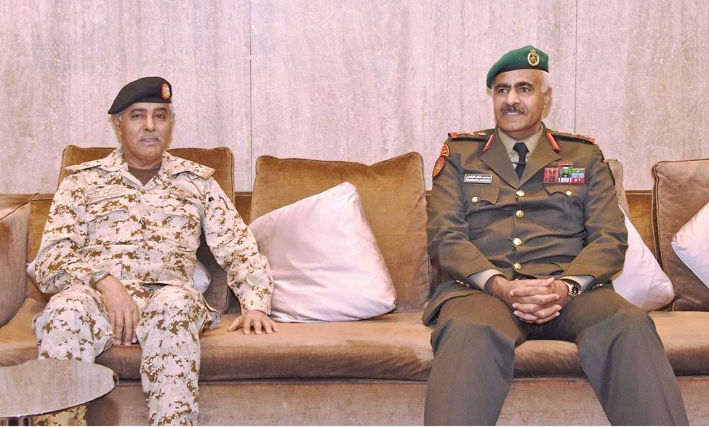 رئيس الأركان الكويتي يغادر البلاد