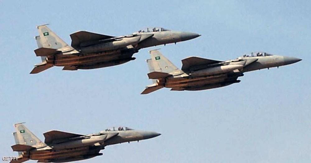 """""""التحالف"""" يضرب معسكرا حوثيا ويقتل عشرات المسلحين"""