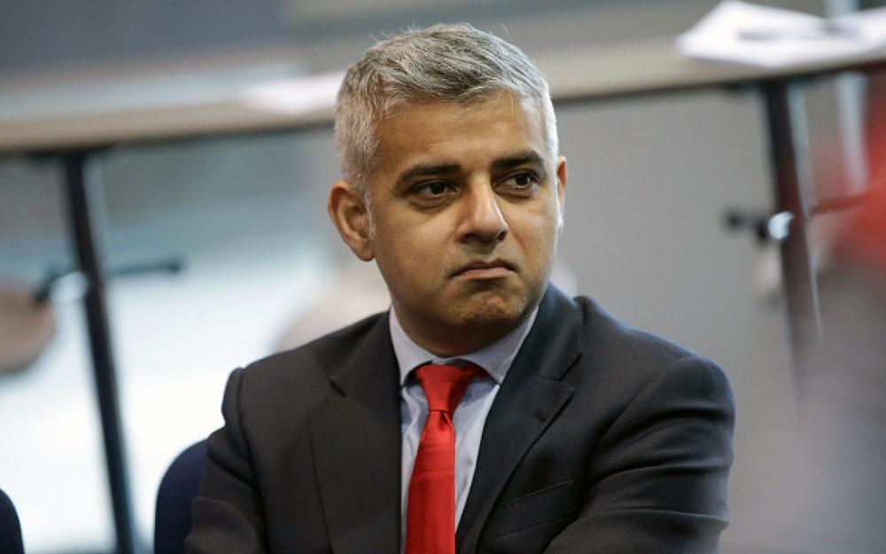 مؤيدون لترامب يقتحمون خطاب عمدة لندن لاعتقاله