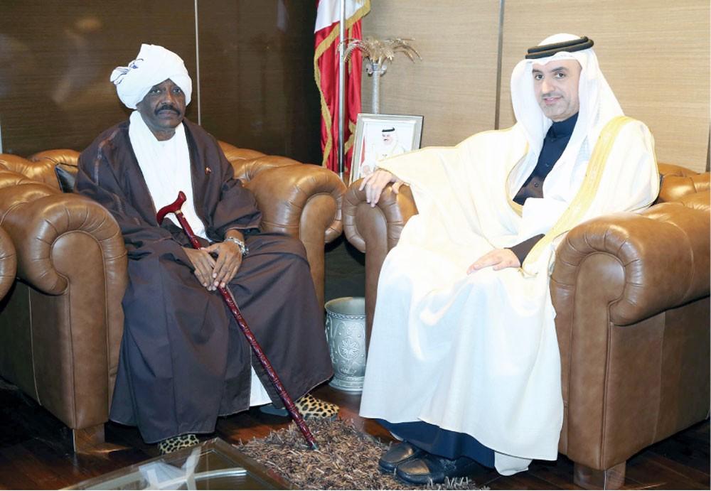 مناقشة تقوية العلاقات مع السودان