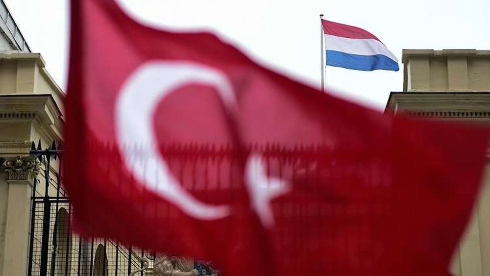 هولندا تسحب سفيرها من تركيا