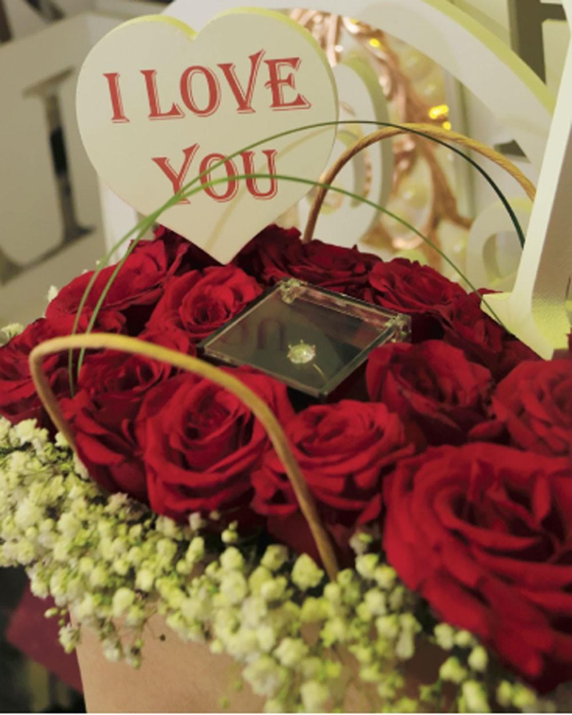 الفالنتاين في البحرين... محلات تتزين بالورود الحمراء والهدايا