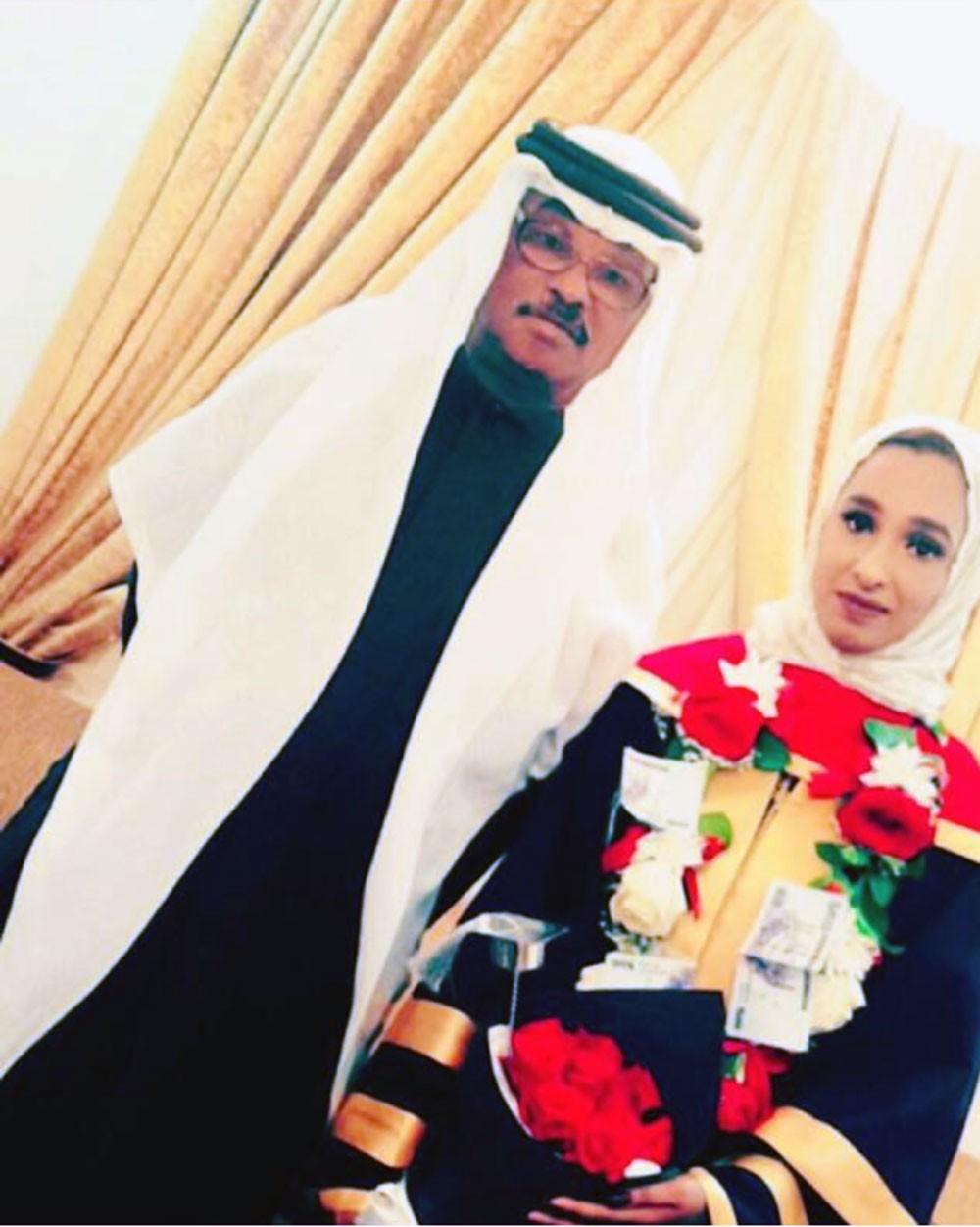 آمنه الرويعي تتخرج من جامعة البحرين