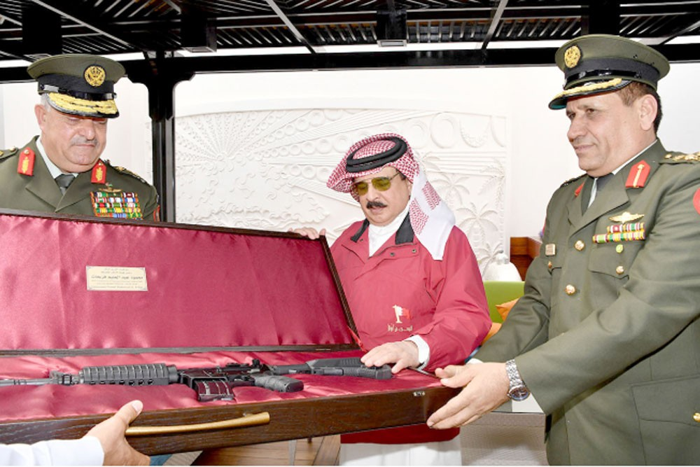 جلالة الملك: تطوير العلاقات الأخوية مع الأردن خاصًا بالمجال العسكري