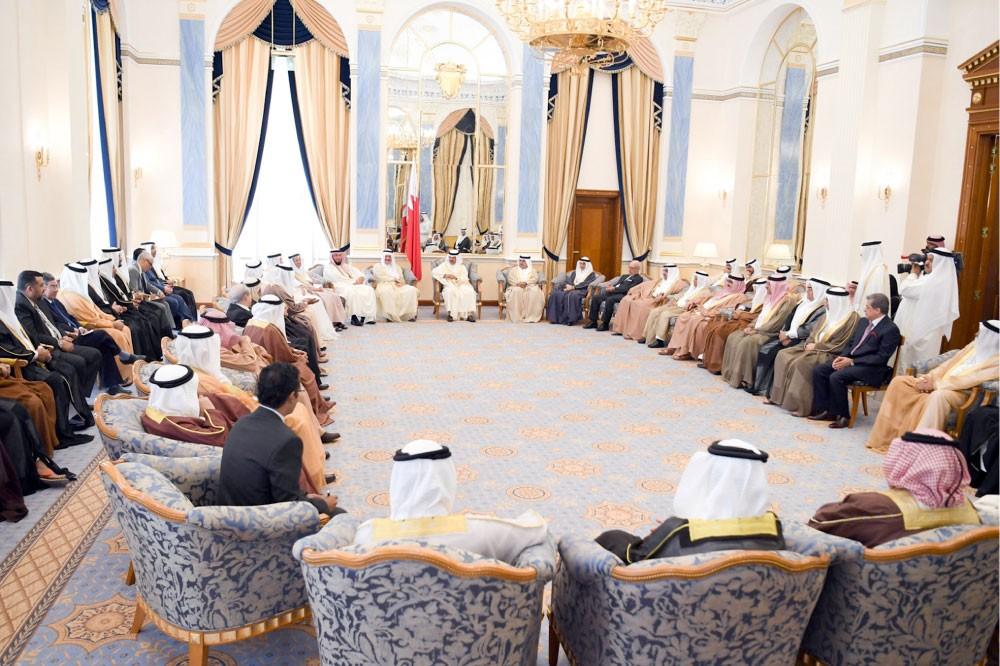 سمو رئيس الوزراء: جميع قرى ومناطق البحرين في قلب اهتماماتنا