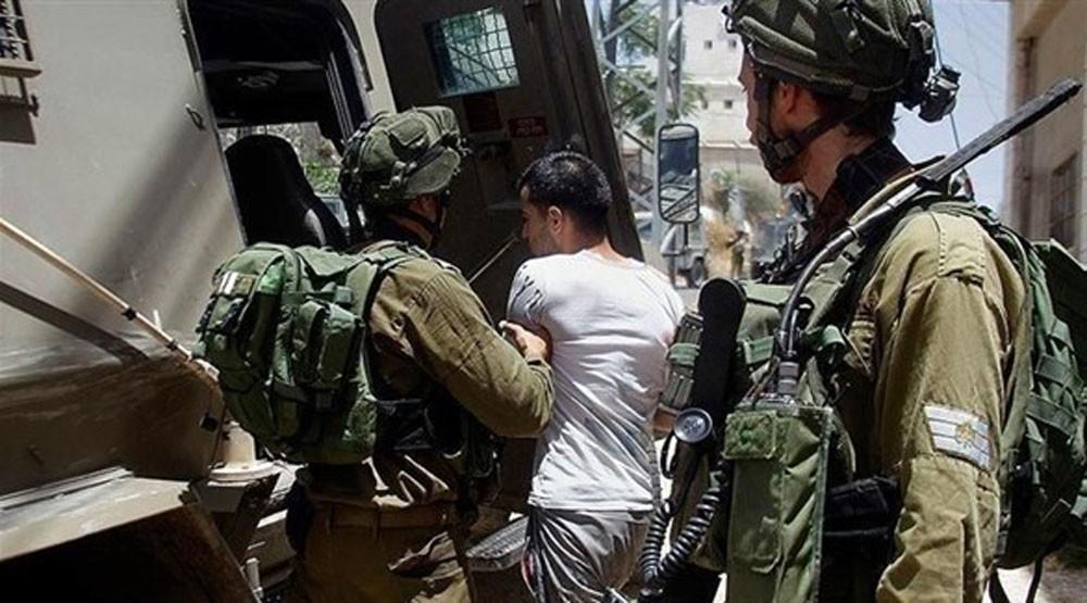 قوات الاحتلال تعتقل 30 فلسطينيا في الضفة