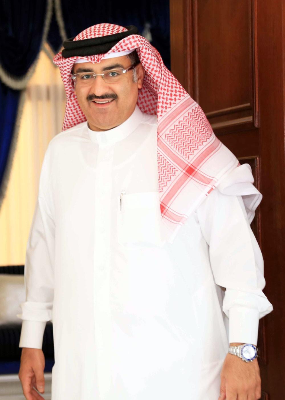 """الشيخ: ناصر بن حمد حقق إنجازا تاريخيا بالفوز بـ """"سباق الرجل الحديدي"""""""
