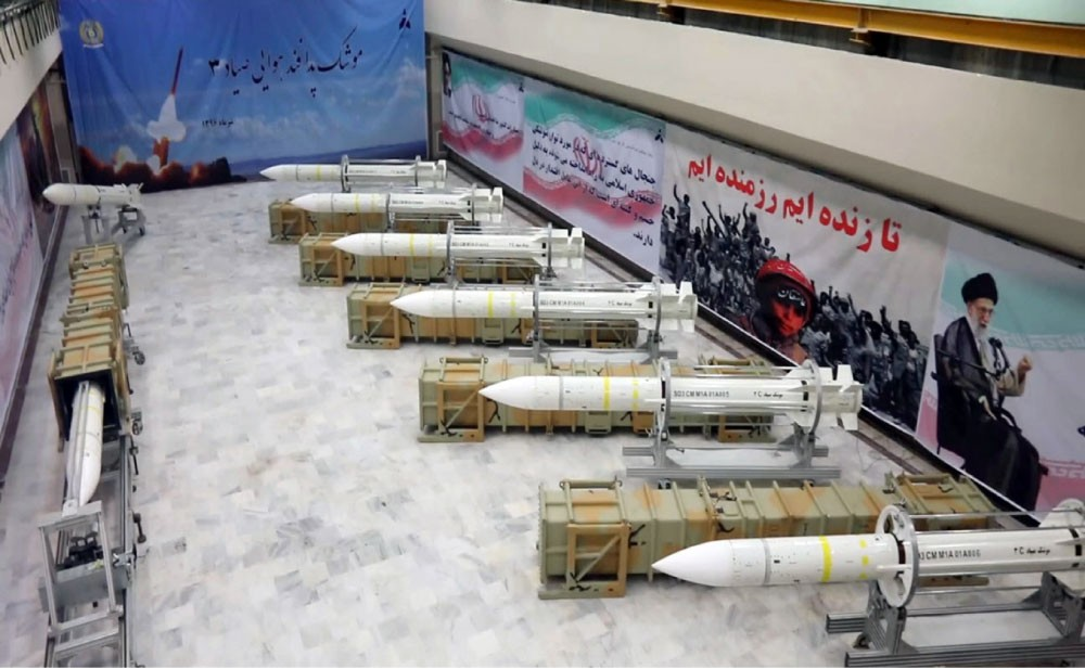 اقتصاد إيران ينهار بسبب إنفاق السلاح وتدخلاتها بالمنطقة