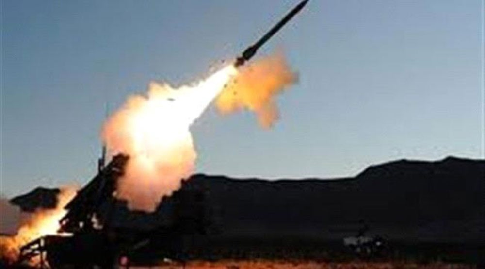 التحالف يسقط صاروخا أطلق من معقل الحوثي