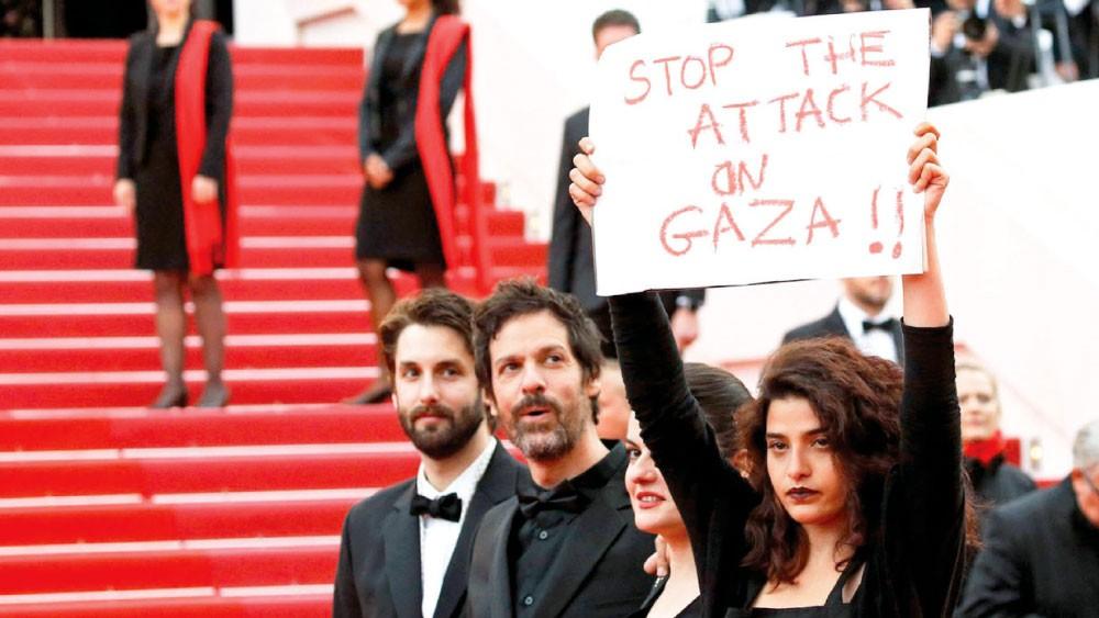 """ممثلة لبنانية تصرخ من """"كان"""": أوقفوا الهجوم على غزة"""