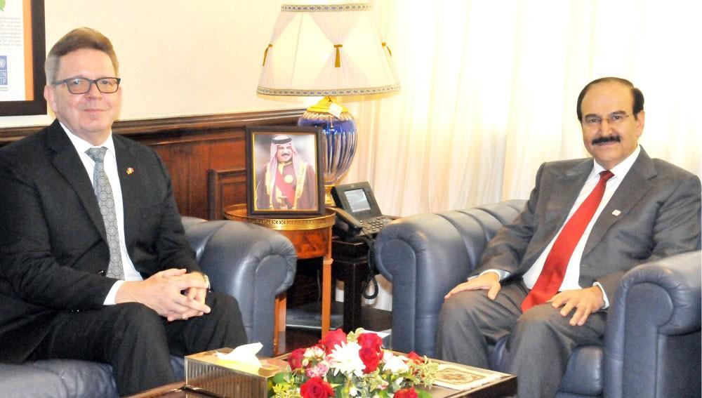 ميرزا يستعرض مشاريع الطاقة مع السفير الألماني
