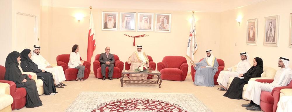 سمو الشيخ خليفة بن علي : حريصون على تعزيز الشراكة المجتمعية