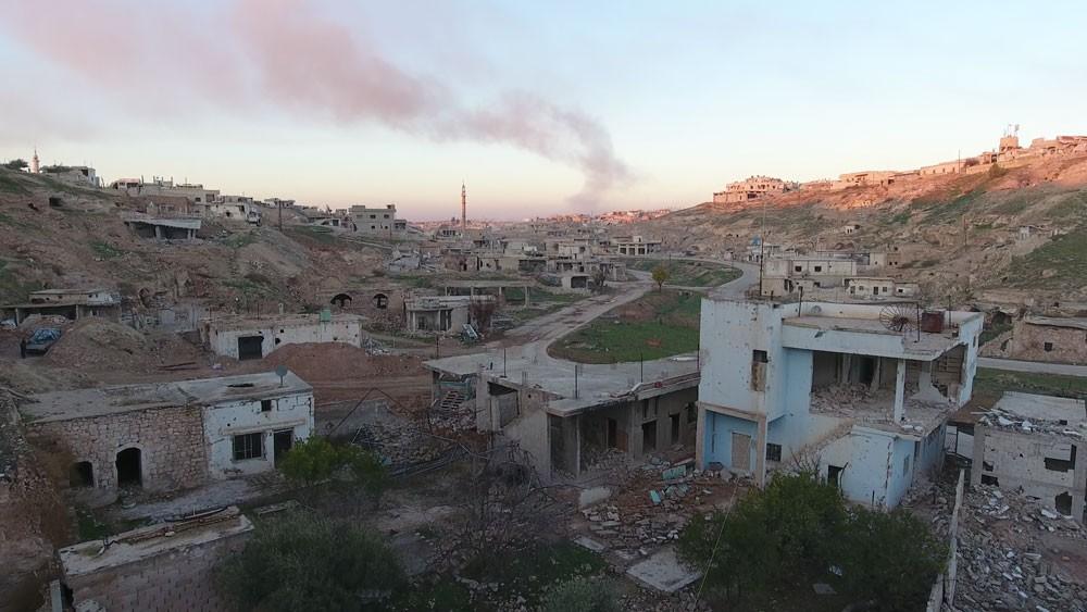قتلى وجرحى بقصف مركز إغاثة وسط سوريا