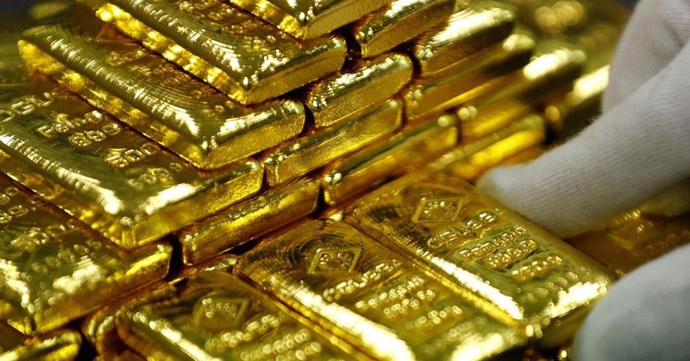 الذهب ينزل بفعل قوة الدولار