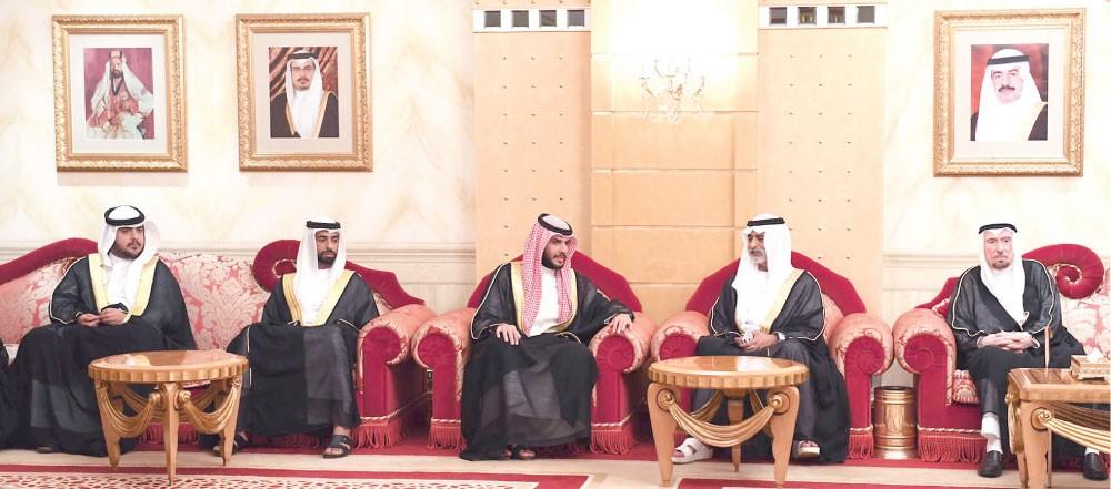 محمد بن راشد وعبدالله بن راشد يستقبلان وزير التسامح الإماراتي