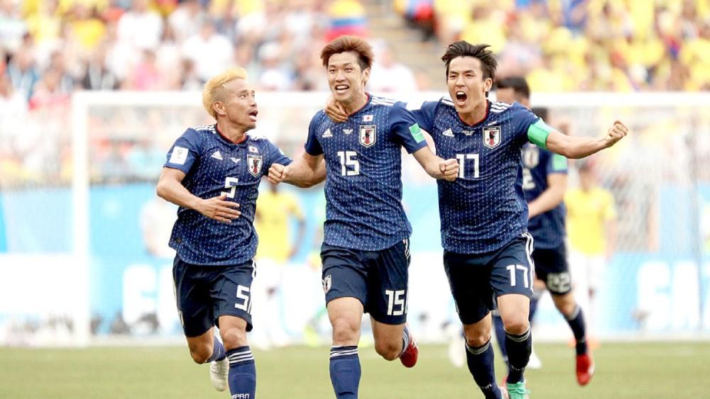 فوز اليابان يُنسي شعبه ألم الزلزال