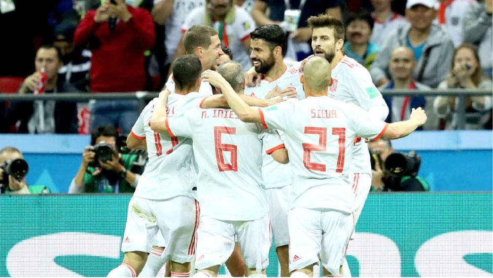 إسبانيا تعبر إيران بصعوبة