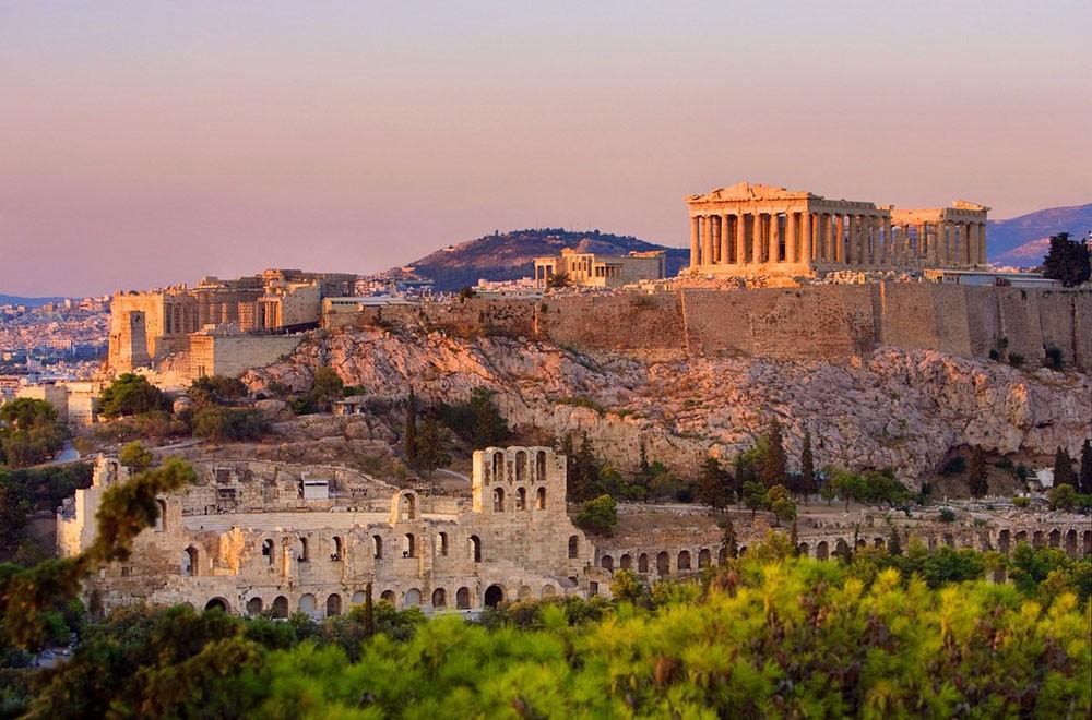 أثينا تؤكد عزمها طرد دبلوماسيين روسيين