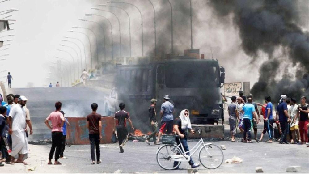 رصاص ودماء في البصرة... وتصعيد في وتيرة الاحتجاجات