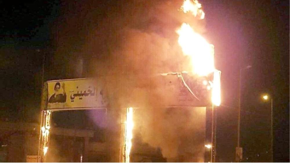 حرق صور الخميني في البصرة رفضا للهيمنة الإيرانية