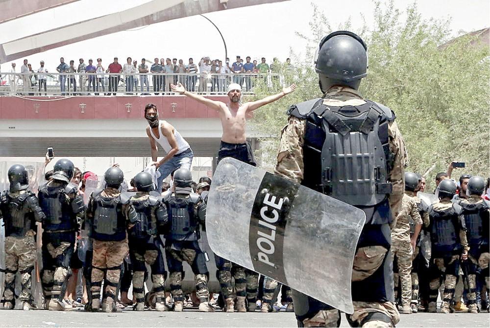 اتساع مطالب المحتجين بالعراق... إسقاط الأحزاب ودستور جديد