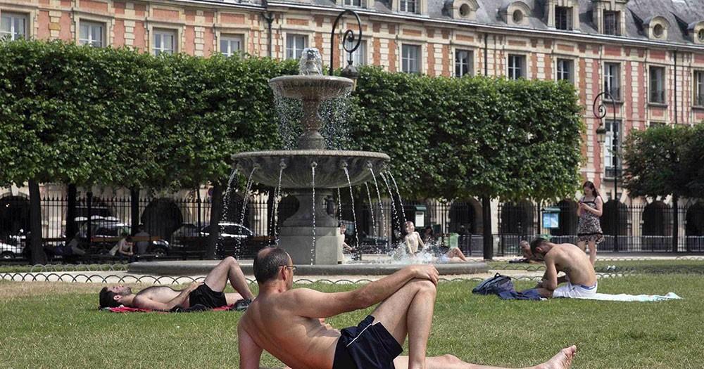 """أوروبا تواجه حرارة قياسية... وإشارة مزعجة لـ """"وادي الموت"""""""