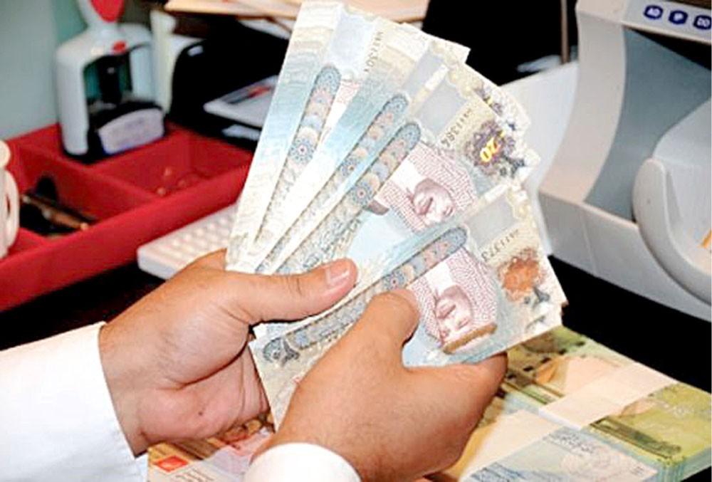 البنوك ترفع معدلات الفوائد على القروض حتى 35 %