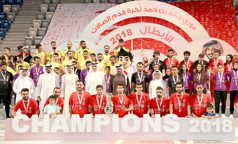 خالد بن حمد يتوج أبطال دوري سموه السادس لكرة الصالات