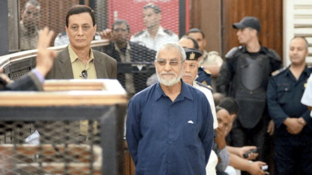 """مصر... المؤبد لمرشد الإخوان في قضية """"البحر الأعظم"""""""