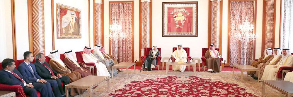 العاهل: البحرين تمضي قدما نحو مزيد من البناء والتطوير