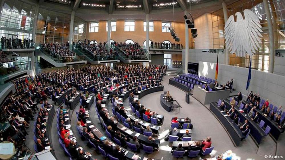 البرلمان الألماني يناقش الاتصال بكائنات فضائية