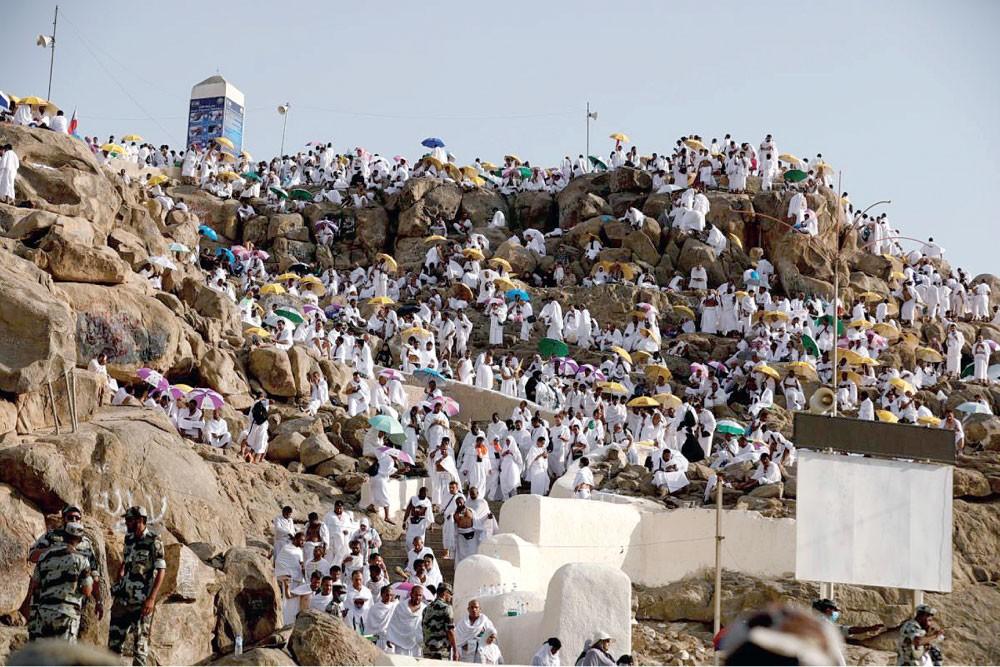 """ضيوف الرحمن ينفرون بسلام بعد أداء """"أم الشعائر"""""""