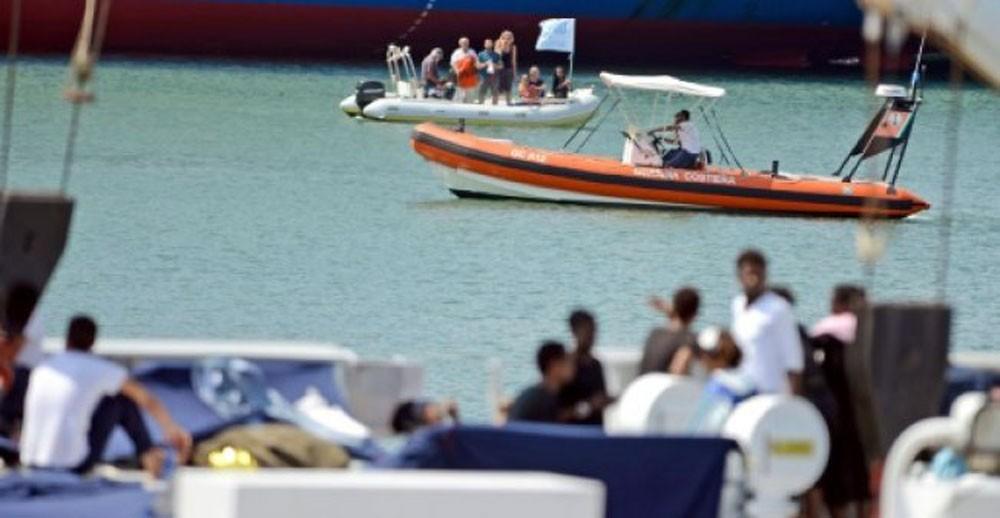 """انتهاء أزمة سفينة المهاجرين """"ديتشوتي"""""""