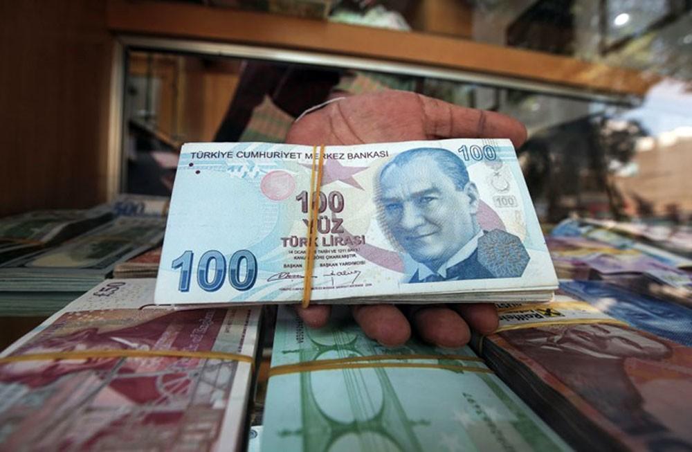 الليرة التركية تواصل الهبوط لضبابية الخلاف مع واشنطن