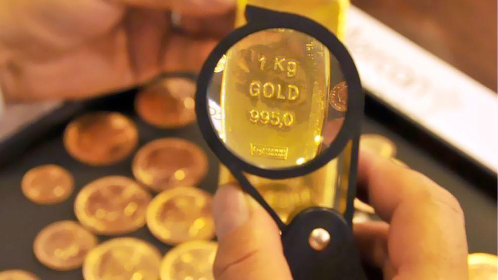 التوترات التجارية تسحب الذهب إلى الانخفاض