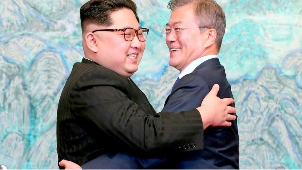 كيم يجدد تعهده بإخلاء شبه الجزيرة الكورية من النووي