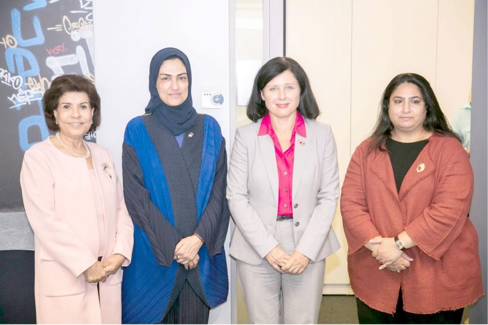 الأنصاري: تبادل أفضل الخبرات بإدماج احتياجات المرأة في التنمية